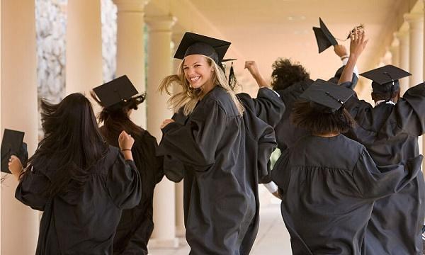 Tìm hiểu postgraduate là gì? Phân biệt postgraduate và master 2